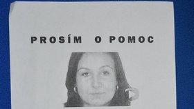 Na mnoha místech v Turé vylepila matka Renaty tyto plakátky. Jeden z nich dosud visí na nástěnce tamní policie.