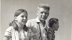 Jiří Hanzelka v šedesátých letech s dcerou a synem
