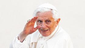 Poslední hodiny papeže Benedikta XVI. byly nepřetržitě sledovány