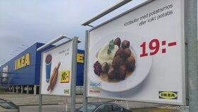 Reklama na masové kuličky v prodejně Ikea