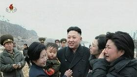 Lidé v Severní Koreji svého vůdce milují, nebu musí milovat