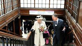 Královna v metru? To se jen tak nevidí!