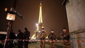 Eiffelova věž v obležení policie (archivní foto)