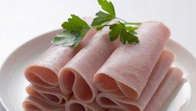 Vybírejte šunku dobře! Tu, která má méně než 90 % masa, si do košíku raději ani nedávejte!