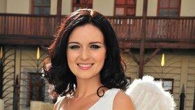 Sličná a nebesky krásná televizní moderátorka Aneta Savarová