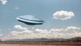 Podivný objekt na obloze vypadal jako rychle se pohybující světlo. Spekuluje se tak, že mohlo jít o meteorit