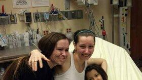 Amanda (uprostřed) s dcerkou Jocelyn a svou sestrou
