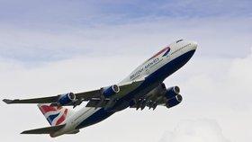 British Airways zrušily 30 z 91 letů, které byly naplánovány na nedělní ráno z Londýna.