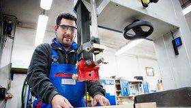 V Česku chybí desítky tisíc pracovníků a firmy je nemohou sehnat. (Ilustrační foto)