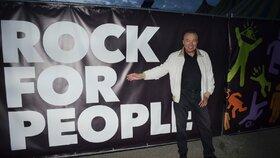 Karel Gott se prošel areálem festivalu Rock For People