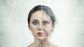 Mladé Češky trpí nemocí zralých žen, řídnou jim kosti (ilustrační foto).