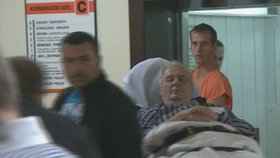 Exkluzivní foto: Prezident Miloš Zeman v nemocnici poté, co si poranil koleno.