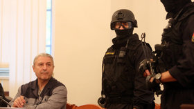 Bohumír Ďuričko v soudní síni při projednávání odškodnění pozůstalým po Václavu Kočkovi mladším