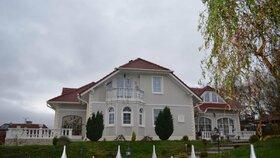Luxusní vila Romana Housky, kde žil s partnerkou a bývalou hejtmankou Janou Vaňhovou