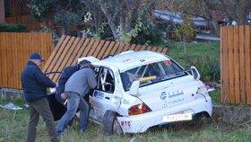 Vůz, který vylétl z trati, zabil čtyři divačky.