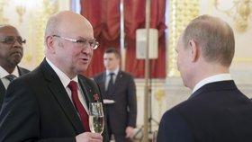 Vladimír Remek při přípitku s ruským prezidentem Vladimirem Putinem