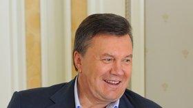 Janukovyč se stále ukrývá neznámo kde.