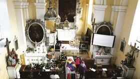 Pohřeb Filipa (†14) proběhl v Kostele všech svatých v Probluzi na Královehradecku. Tam došlo k incidentu.