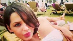 Maria Korotajeva je mladá, krásná a má slabost pro milionáře. Stejně jako Slovenka Mária.