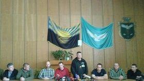 Zajatí vyjednavači OBSE vystoupili na tiskové konferenci. Prý je s nimi zacházeno dobře