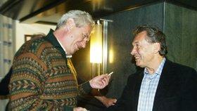 """""""Prezidenti kouřit mohou, ale zpěváci by neměli,""""  jako by říkal Miloš Zeman."""