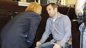 Michael Šváb u soudu při monstrprocesu s gangem únosců a údajných vrahů
