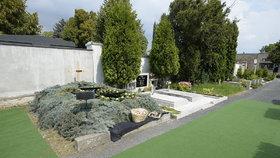 Pohřeb rotmistra Beneše: Hrob na chomutovském hřbitově