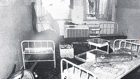 Následky požáru nemusely být zdaleka tak ničivé, kdyby nedoslo k nešťasné souhře mnoha chyb.