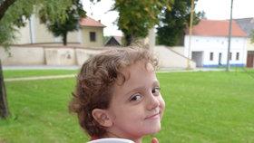 Adélka se pochlubila školní taškou