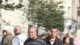 Rok 2014 – fronta kvůli dotacím na kotle před úřadem Středočeského kraje