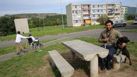 Betonové lavičky si Chanovští pochvalují.