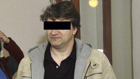 Dvanáct až 15 let nebo i výjimečný trest hrozí sedmačtyřicetiletému Janu P. z Mariánských Lázní, který se ode dneška zpovídá u Krajského soudu v Plzni z vraždy.