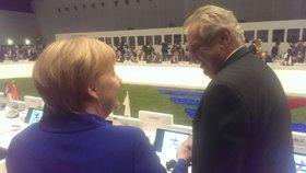 Merkelová Zemana pozdravila česky
