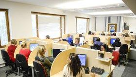 Operátoři většinou pracují ve sdílených kancelářích (ilustrační foto)