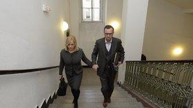 Soud s Janou Nečasovou: Manželé Nečasovi přichází k Obvodnímu soudu pro Prahu 1 (20. 11. 2014)
