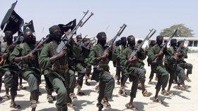 S islamistickou skupinou Šabáb mají problém po celé Africe. V Mozambiku její příslušníci sťali deset vesničanů (ilustrační foto)