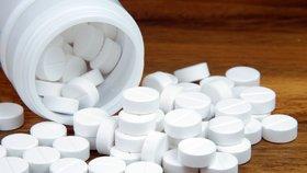 Paracetamol je účinná látka, která je obsažena například v paralenu nebo coldrexu. Pomáhá ulevit při chřipce a tlumí bolest.