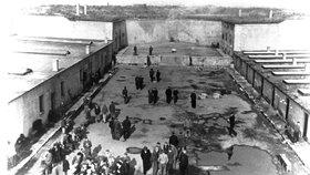 Obrázek Terezína, který znali vězni a jejich trýznitelé.