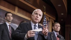 Senátor John McCain má nevyléčitelný nádor na mozku.