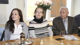 Eva Michaláková, její sestra Zuzana Sovková a tatínek Jiří Pavelka
