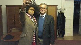 Selfie s Miroslavem Kalouskem. Teplický radní Dominik Feri uspěl v komunálkách v barvách TOP 09.