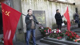 Na Olšanských hřbitovech se u Gottwaldova hrobu sešli komunisté i jejich odpůrci