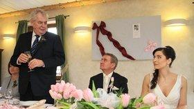 Svatební hostina: Přípitek pronesl i svědek - prezident Zeman