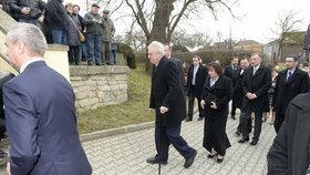 Mynářova svatba: Miloše Zemana doprovázela první dáma Ivana Zemanová