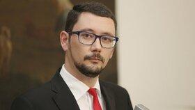 Zemanův mluvčí Jiří Ovčáček při tiskovce na Hradě