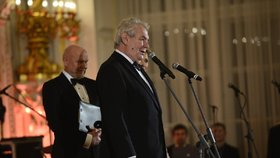 Prezident Zeman zahájil 1. reprezentační ples.