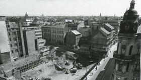Stavět se začalo v červnu roku 1973.