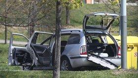 Ve Škodě Octavia v Milánské ulici v Praze explodovala bomba. Vážně zranila řidičku.