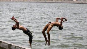 Vlna veder zasáhla Indii, teploty se místy vyšplhaly až k 50 °C.