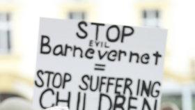 Protesty proti norské sociálce Barnevernet v Praze